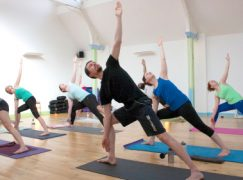 What Do Men And Women Wear To Yoga?