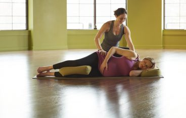 5 Prenatal Yoga Poses for Common Pregnancy Symptoms